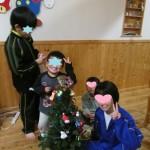 クリスマスツリーと我が家の「便利窓」♪